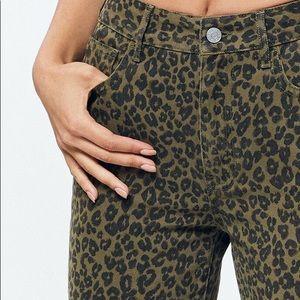 Pacsun leopard print mom jeans size 26
